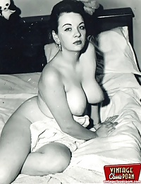 Curvy vintage girls showing their great round ass and tits