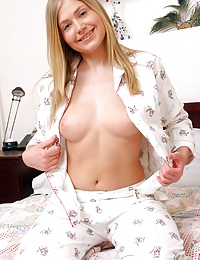 Blonde teen babe spreading her willing snatch for a toy