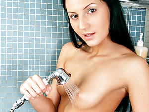 Flirtatious spinner Alexica showers for our cameras